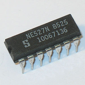 NE527N Voltage Comparator (Signetics)